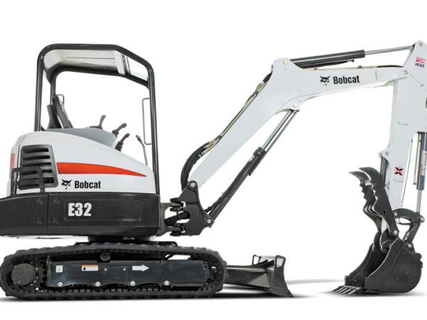 E32_compact_excavator